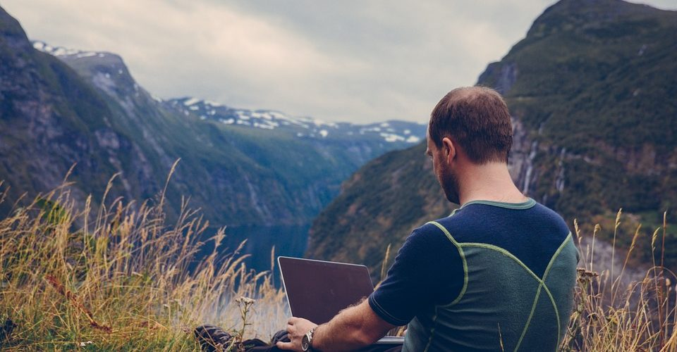 How to Live a Nomadic Lifestyle Trading Penny Stocks